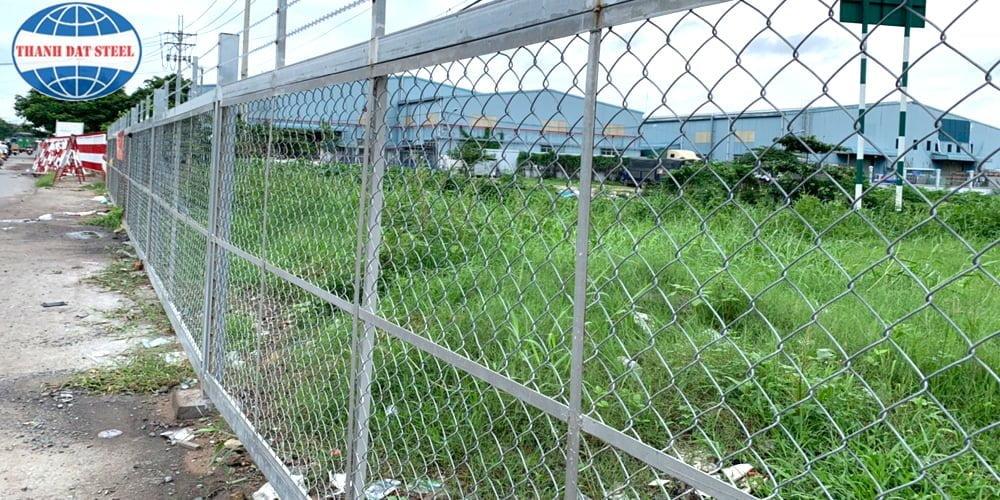 Lưới B40 mạ kẽm được sử dụng làm hàng rào xung quanh khu đất